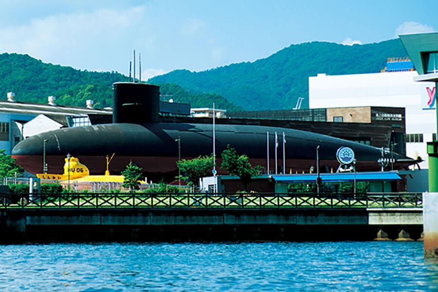 実際に使用されていた潜水艦の内部が展示室として公開されている「てつのくじら館」