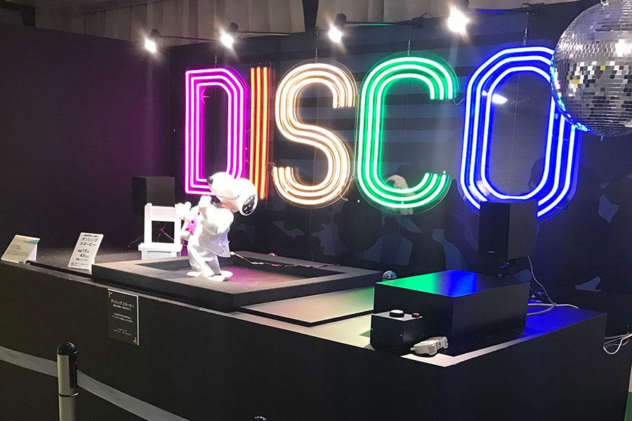ディスコダンスを踊る「ダンシングスヌーピー」 (C) 2020 Peanuts