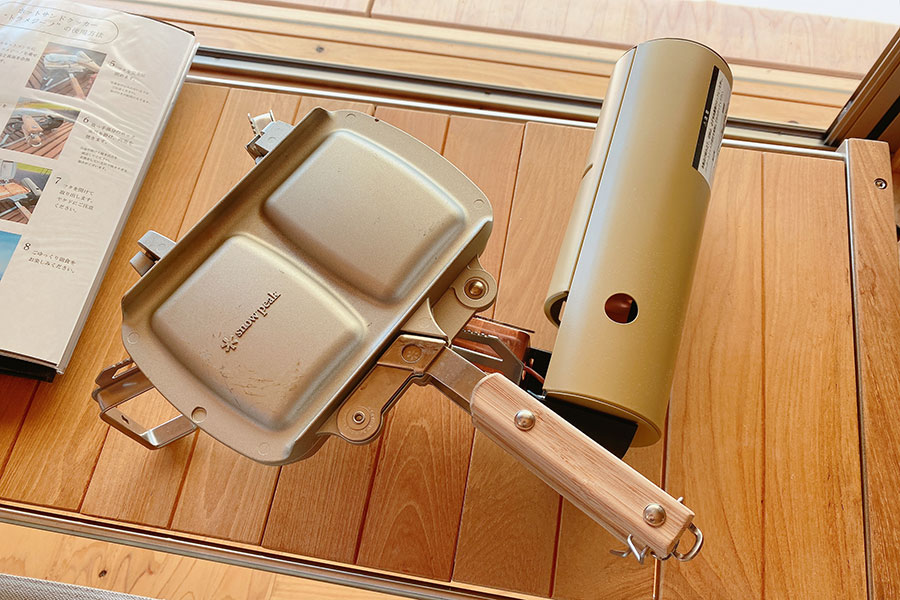 朝食は「HOME&CAMPバーナー」と「ホットサンドクッカー」を使って作るホットサンドセット