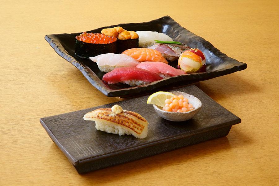 大阪店で、9月30日から10月6日に登場する「鮨処 竜敏」の彩り握り3740円(各日50食限定)