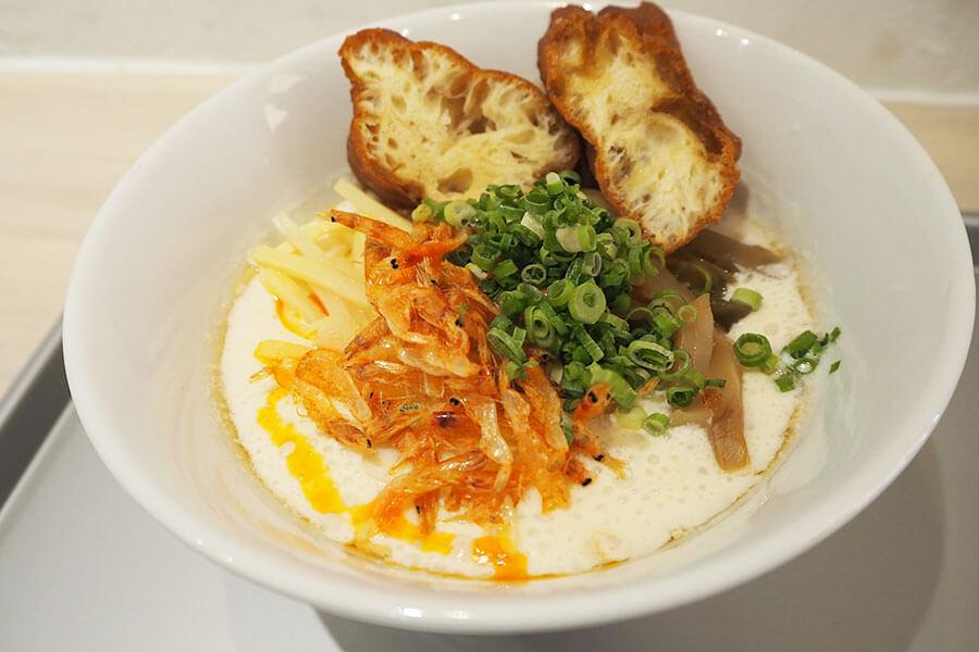 台湾の定番朝ごはんと言われる「鹹豆漿(シェントウジャン)」(580円・税別)