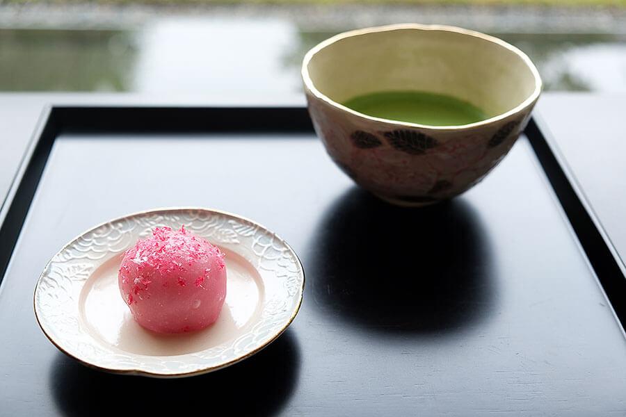 とらやのパリ40周年展、京の伝統工芸とエルメの和菓子を