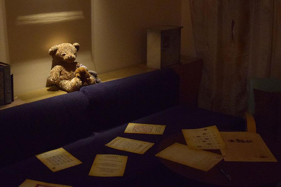 部屋には謎解きキットが準備され、ひとつずつ解いていかなければ真相は判明しない(写真はイメージ)