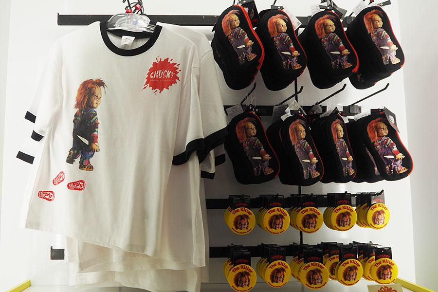 Tシャツ(3800円)、ペンケース(1500円)など