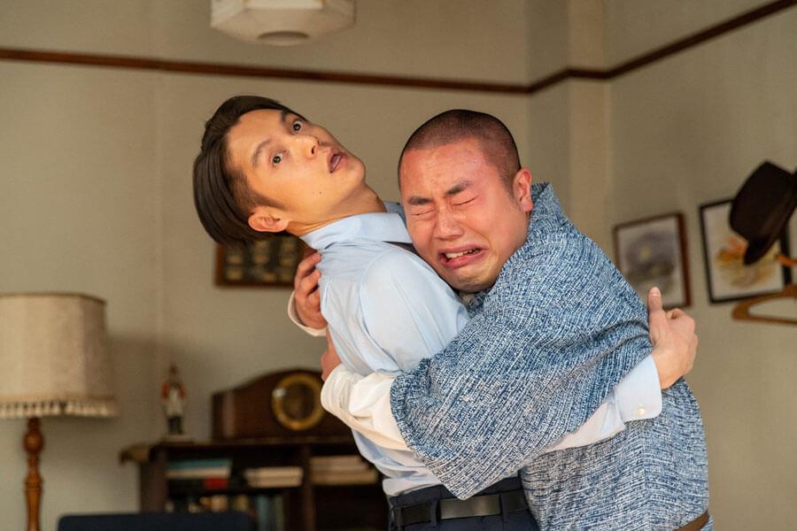 作曲家として古山裕一(左:窪田正孝)に弟子を志願してきた田ノ上五郎(岡部大) (C)NHK