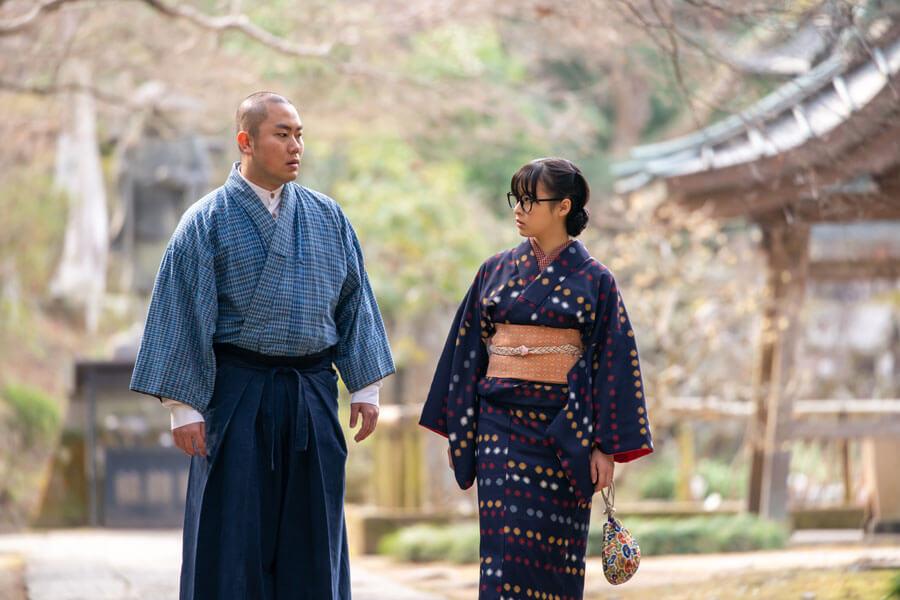 第69回より、話をする梅(森七菜)と五郎(岡部大)(C)NHK