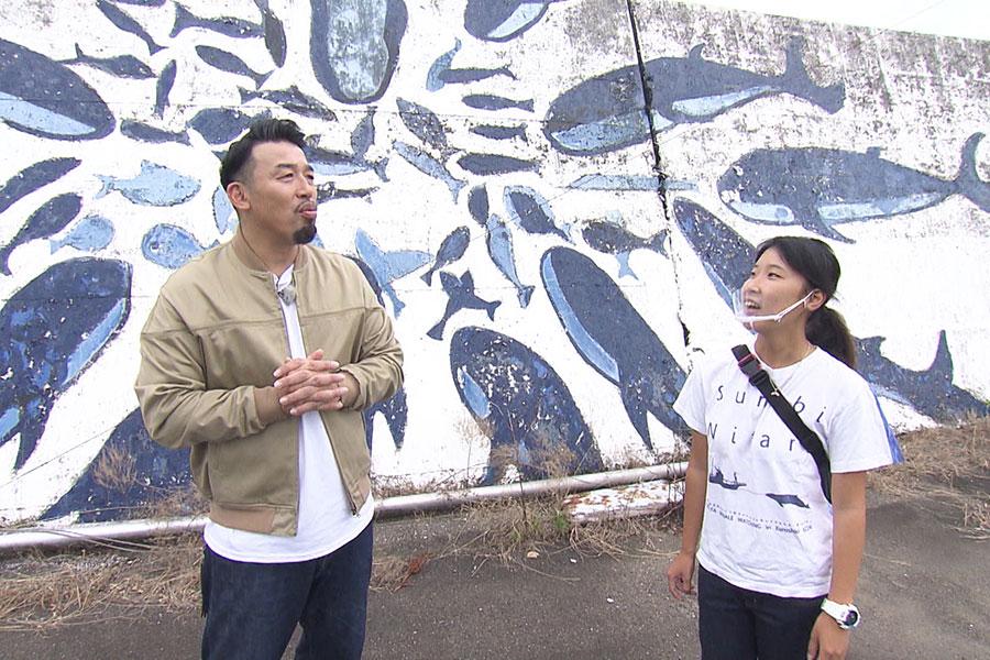 ネイチャー相席旅を体験する武蔵 (C)ABCテレビ