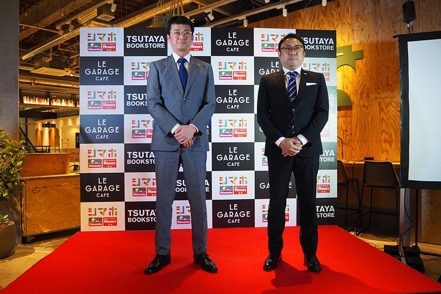 23日の内覧会で会見をおこなった、「島忠」取締役専務・櫛田茂幸氏(左)と「関西TSUTAYA」社長・久保田加津也氏