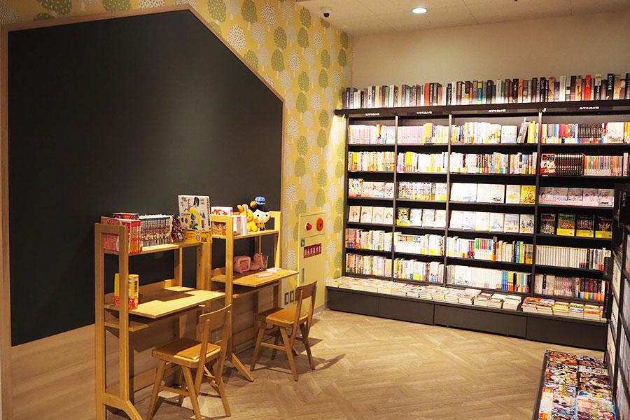 子ども用の書籍コーナーには、子ども部屋を意識した家具も登場