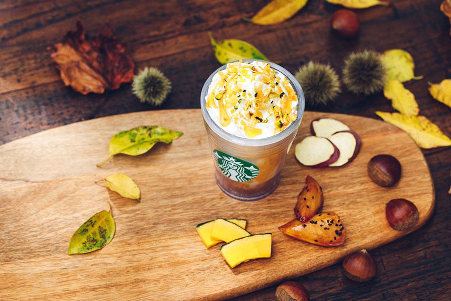 さつまいも・かぼちゃ・栗のチップがホイップクリームにトッピングされている