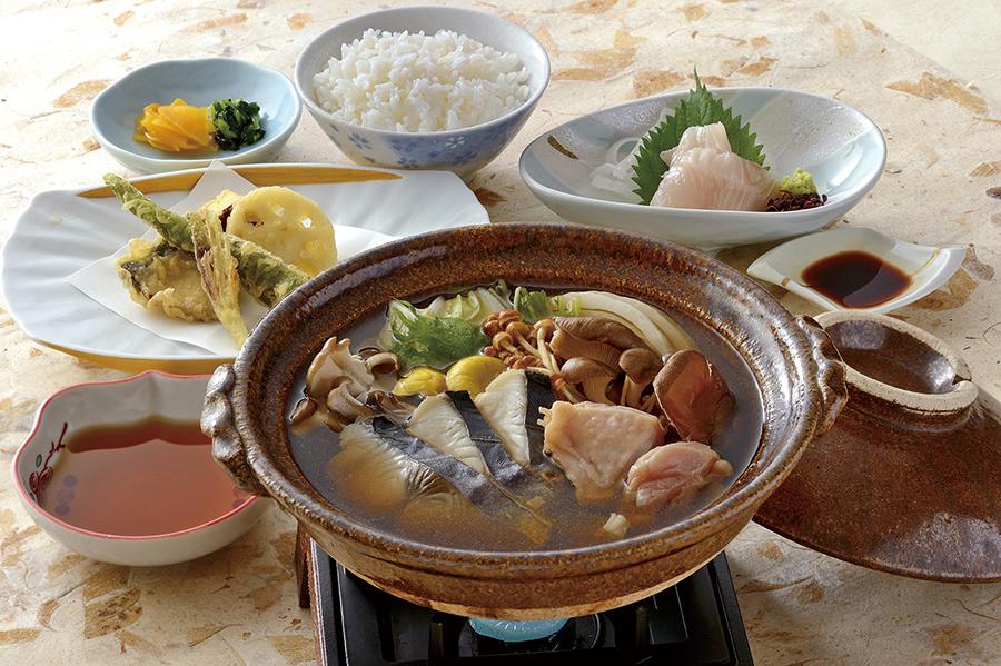 脂がのった鰆と鶏の「淡路島産鰆と淡路鶏の茸鍋御膳」