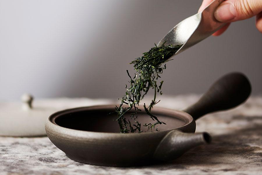 厳選された茶葉を、1杯ずつ淹れてくれる。市販されないような高級茶葉も