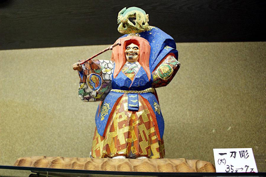 伝統工芸士が制作した一刀彫の作品。こちらも10月26日から9割引に