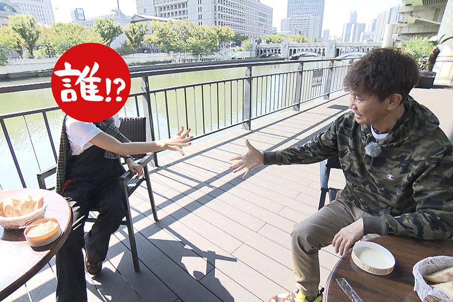 『フランス風』のかまぼこ板を引いてやってきたのは、堂島川のほとり(写真提供:MBS)