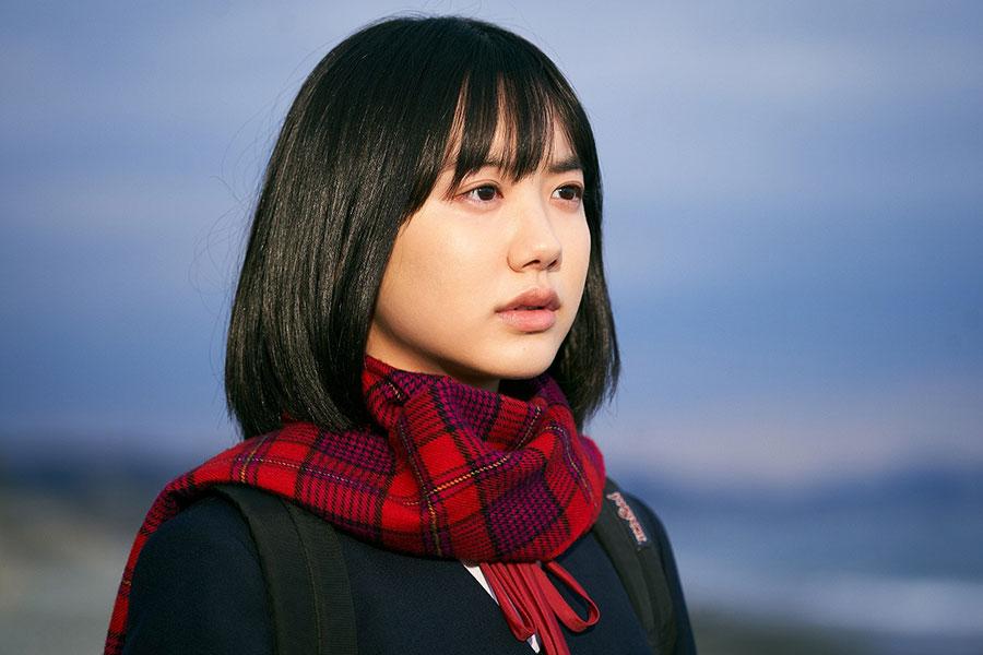 主人公・ちひろを演じる芦田愛菜 ©️2020「星の子」製作委員会