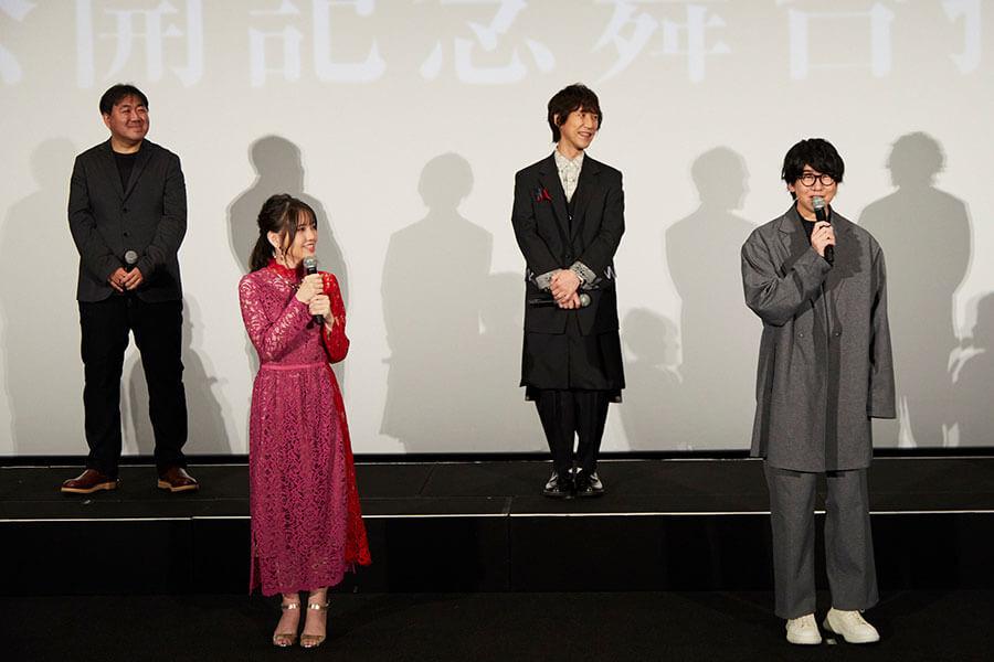 (左から)外崎春雄監督、鬼頭明里、平川大輔、花江夏樹