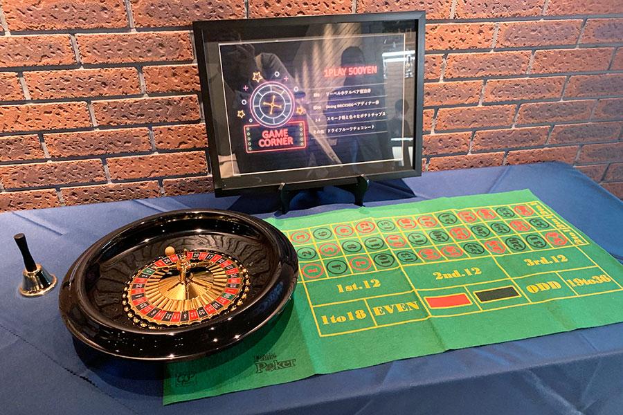 毎日開催される、ルーレットの運だめしゲーム(1プレイ500円)。ハズレなしで宿泊券やディナー券、お菓子などの景品が用意されている