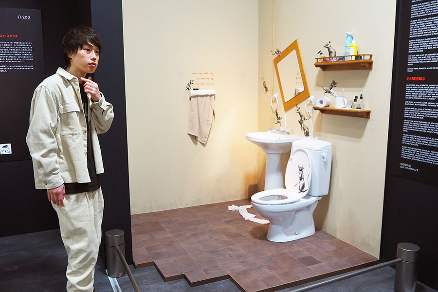 こちらもバンクシーのアトリエを再現したというトイレ。ラット(ネズミ)があちこちに