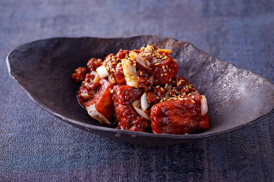 揚げ豆腐の甜麺醤煮込み麻婆豆腐。辛みは少なめ