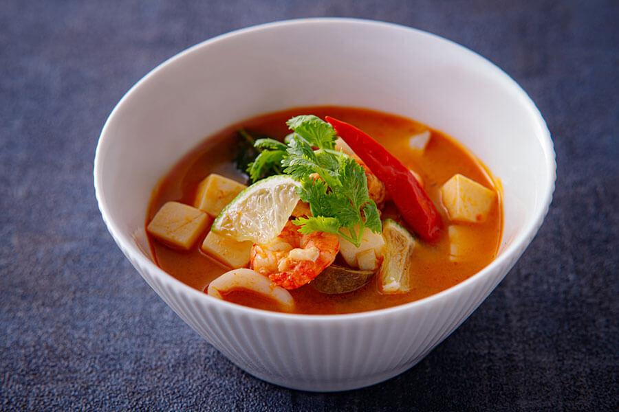 エスニック風トムヤム麻婆豆腐。コブミカンの葉やレモングラスで爽やかな後口に