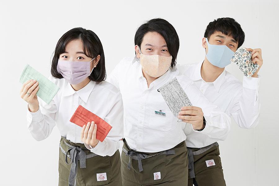 新入社員3人が企画した初プロジェクト。「マスクマルシェブログ」も随時更新