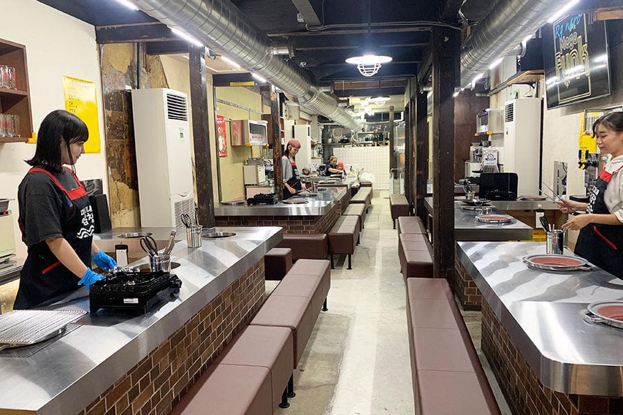築80年以上の古民家を改装。間口が狭く、奥に長い京都らしい鰻の寝床