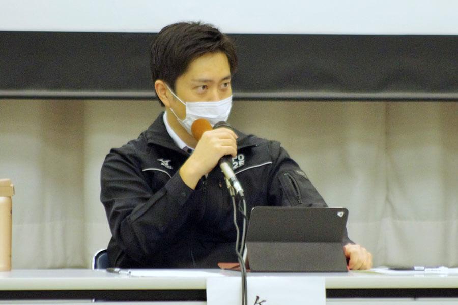 『大阪府新型コロナウイルス対策本部会議』に出席した吉村洋文知事(10月8日・大阪府庁)