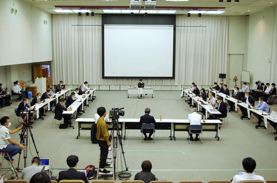 『大阪府新型コロナウイルス対策本部会議』の様子(10月8日・大阪府庁)