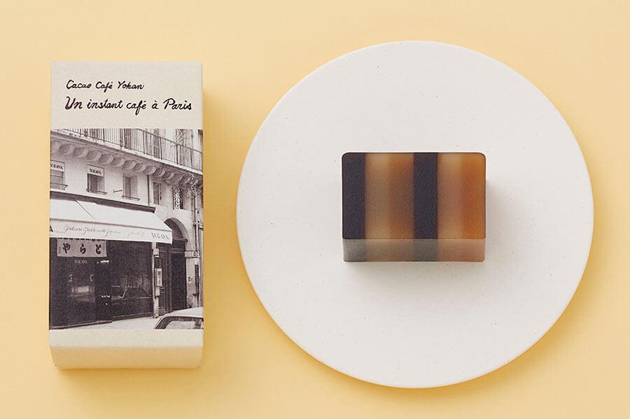 カカオ味の黒、コーヒー味の茶、白あんの白の組み合わせがおしゃれなカカオ珈琲羊羹「昼下がりのカフェ」(2160円)