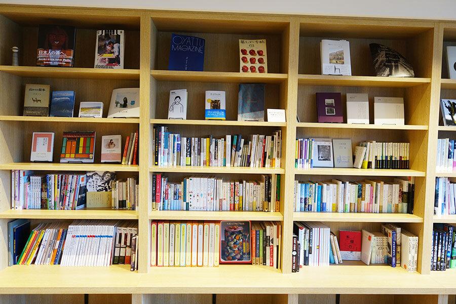 書店「誠光社」の堀部篤史さんがセレクトした本。カテゴリーで選べるようになっている