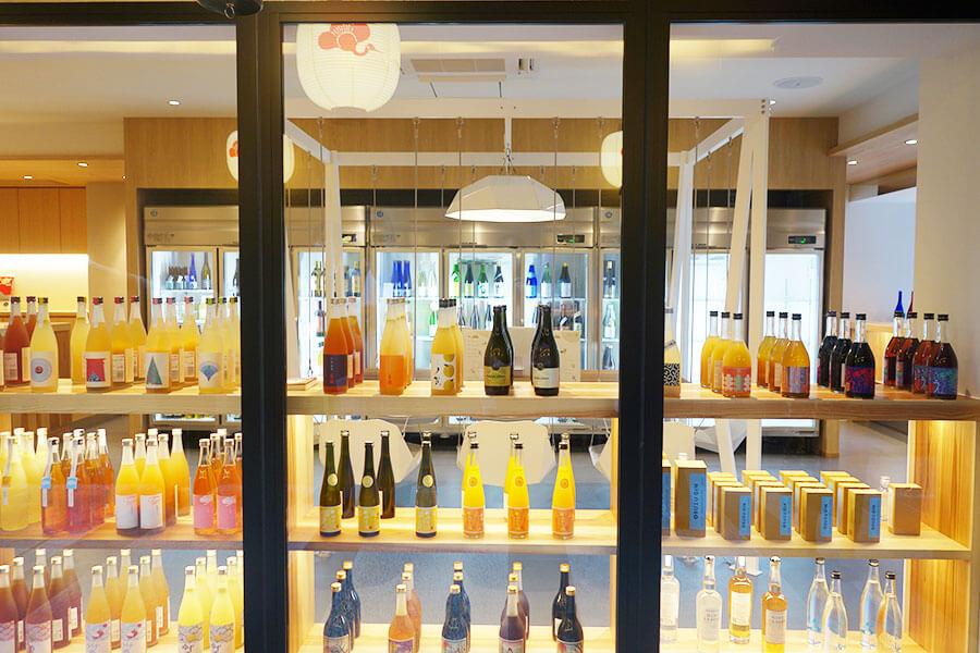 梅小路横丁と名付けられたコーナーには、麹室がある「梅小路醗酵所」。お酒の購入や、麹のドリンクも楽しめる