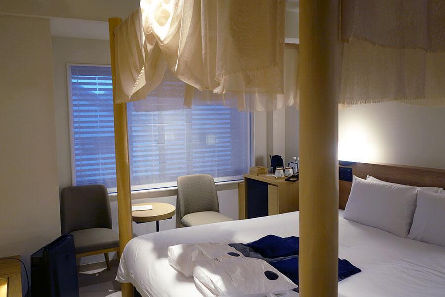 京都の伝統文化を伝える部屋も。写真は「aeru room」北山杉の部屋