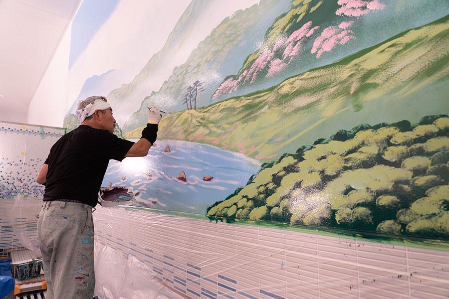 「ぽて湯」の絵は、職人を下絵なしでオリジナルの風景を描いたそう