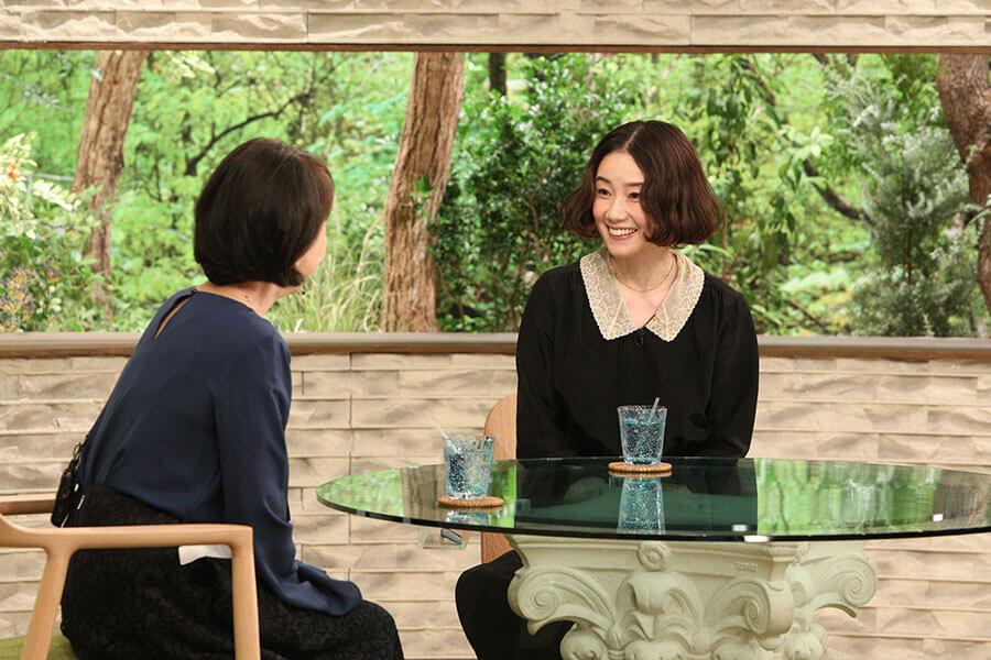 ゲストとして登場した原田知世(右)と、番組MCの阿川佐和子(写真提供:MBS)