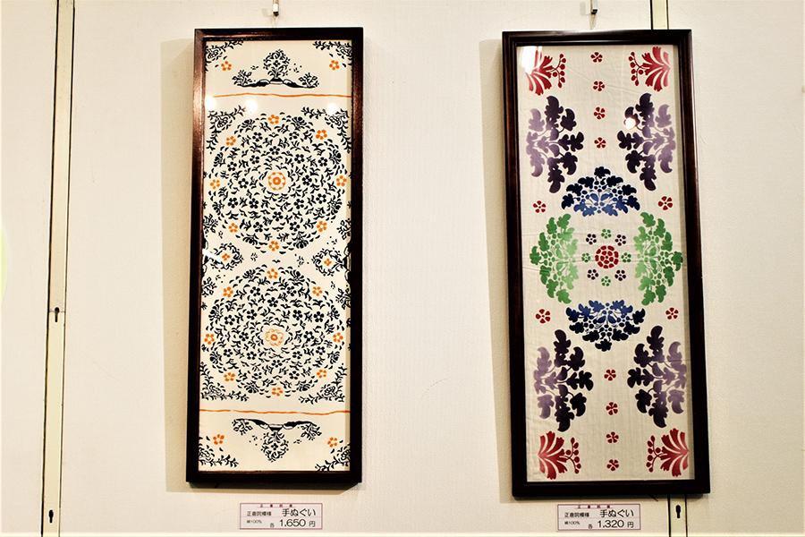 限定手ぬぐい。宝物の敷物『花氈(かせん)』(左)と箱『粉地彩絵箱(ふんじさいえのはこ)』(右)のデザイン