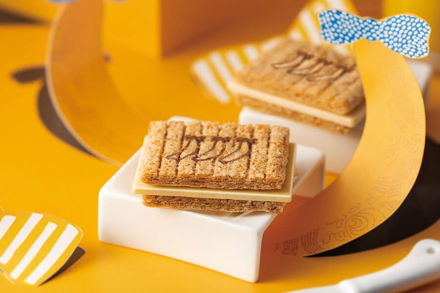バターリッチな香ばしい生地に、ミルク感のあるチョコレートをはさんだ『シュガーバターサンドの木 東京ばな奈ミルクショコラ』