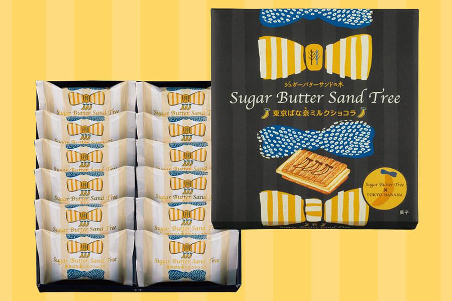 「東京ばな奈」のトレードマークであるブルーリボンと、「シュガーバターの木」をイメージしたバターイエローのリボンが描かれたパッケージ