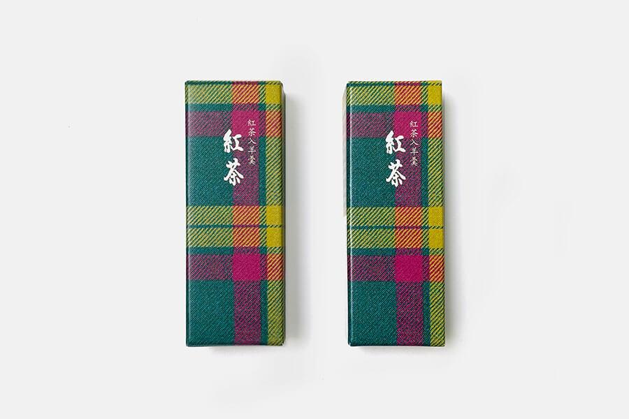 伊勢丹タータン柄パッケージ小形羊羹「紅茶」(292円)は、伊勢丹のオリジナルタータンチェックがかわいい