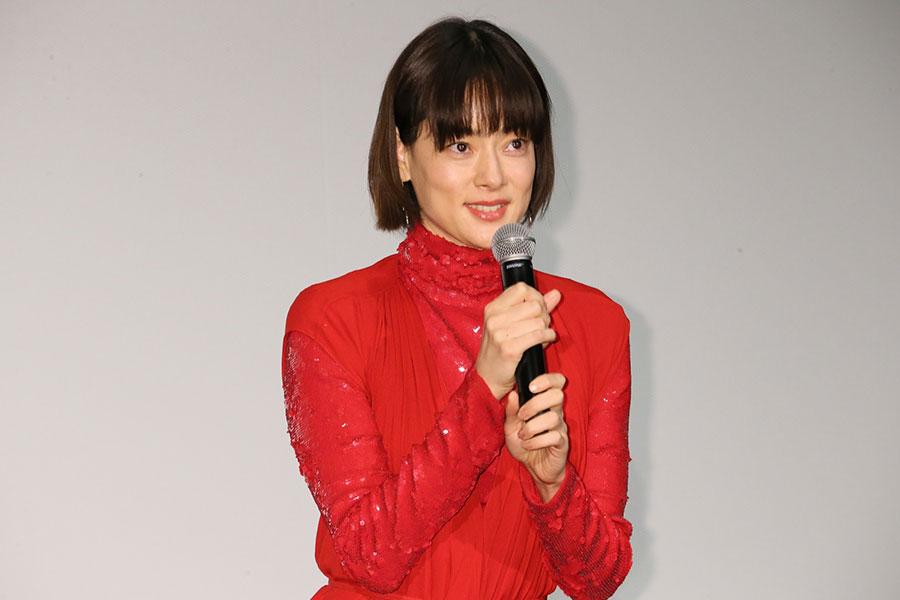 星野源演じる曽根の妻役を務めた市川実日子は「私の役が原作と脚本でまったく違うので、混乱するかもしれませんと言われて読まなかったんです。台本を読んだらすごく面白かった」と、コメント