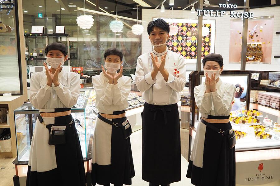 同ブランドを手がけた金井理仁シェフ(右から2番目)