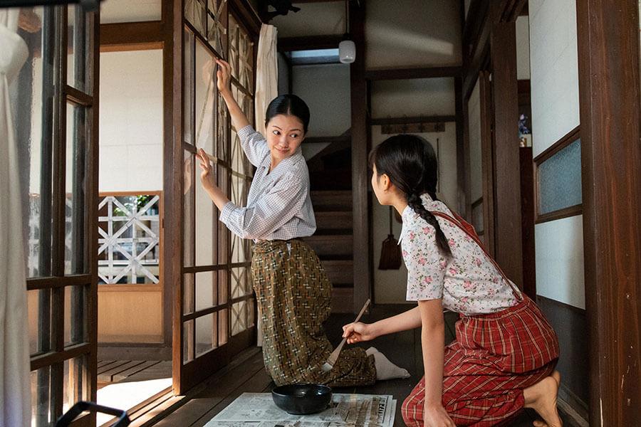 福島に残る音(二階堂ふみ)と娘の華(根本真陽)(C)NHK