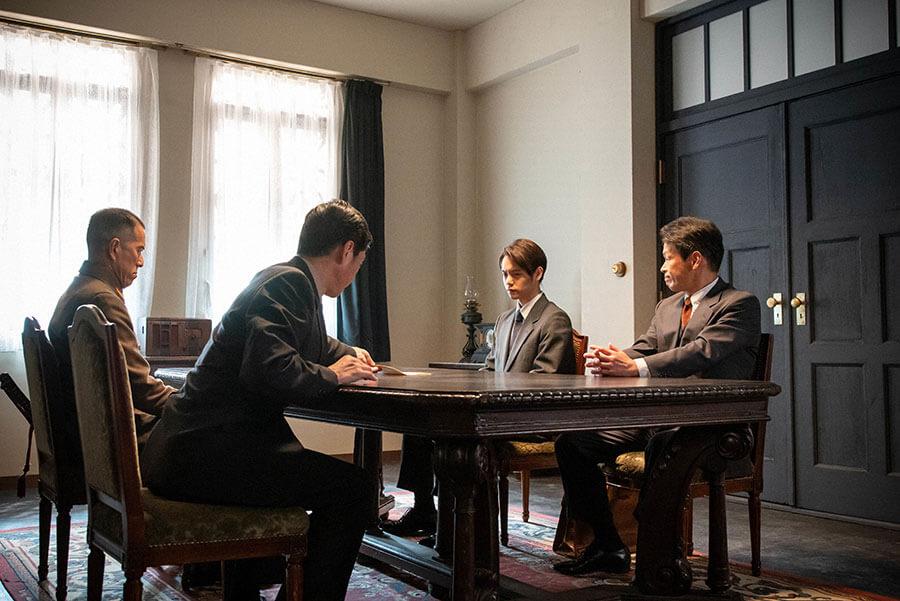 曲作りを依頼される裕一(窪田正孝)(C)NHK
