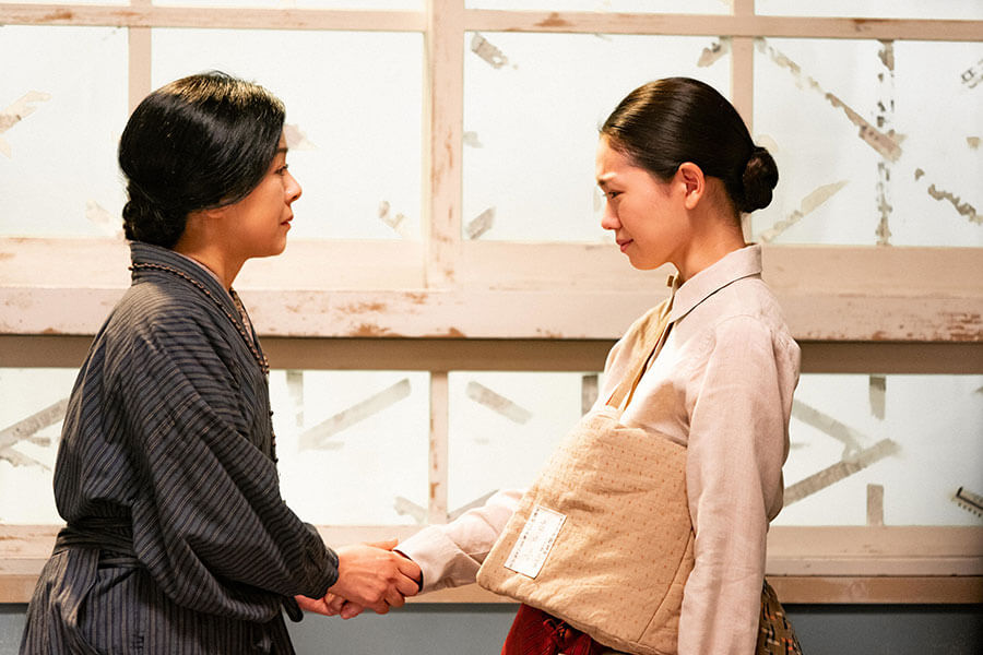 母・光子(薬師丸ひろ子)との再会を喜ぶ音(二階堂ふみ) (C)NHK