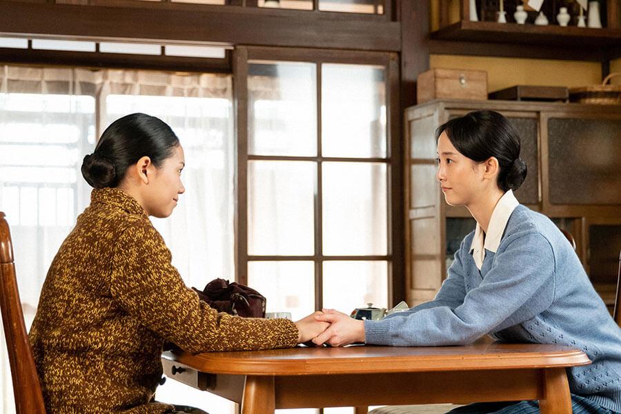 音(二階堂ふみ)と姉の吟(松井玲奈) (C)NHK