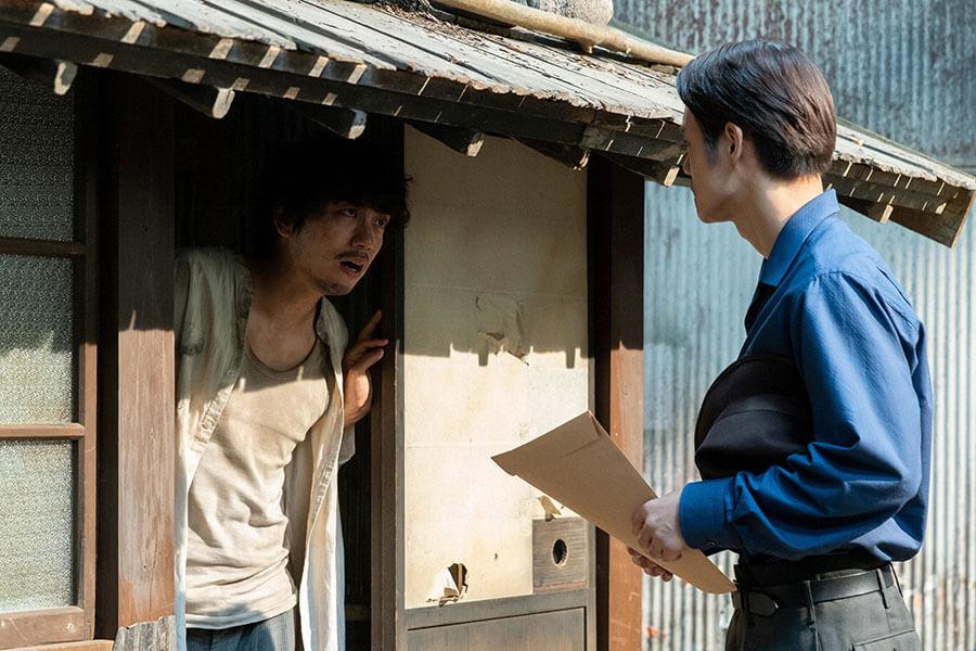 第98回より、久志(山崎育三郎)のもとを訪れた裕一(窪田正孝) (C)NHK