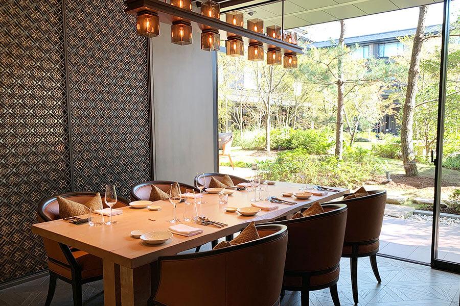 日本庭園を望むイタリア料理「FORNI」の個室