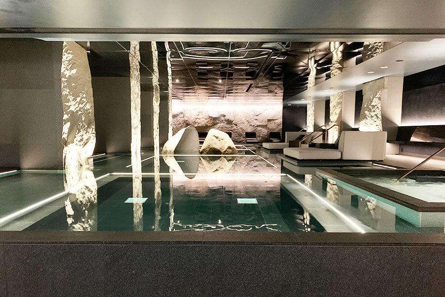 水着を着用して入る天然温泉を用いたサーマルスプリング