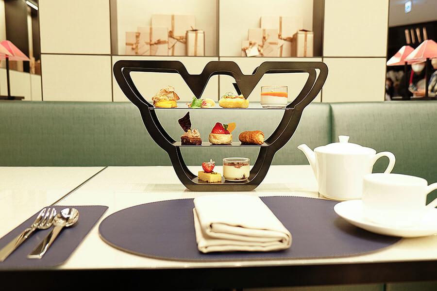 「EMPORIO ARMANI」のデザイナー、ジョルジオ・アルマーニ氏がプロデュースするカフェ。1000円台から楽しめるため利用しやすい