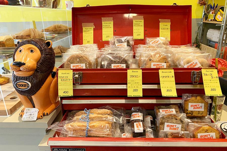 ピリッとおいしいジンジャーソフトクッキー180円やダブルチョコチャンククッキー220円など、アメリカンサイズのクッキーも人気