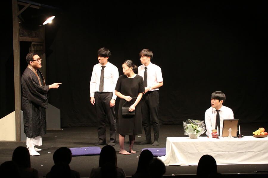 2019年の関西演劇祭より。観客賞をはじめ、ベスト脚本賞とベスト演出賞を獲得した野村尚平が率いる劇団「コケコッコー」
